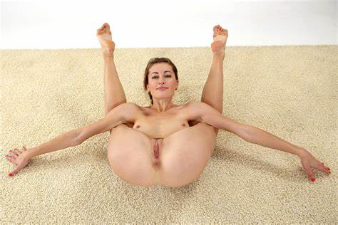 Flexible Indian Miss Stimulated With Toys
