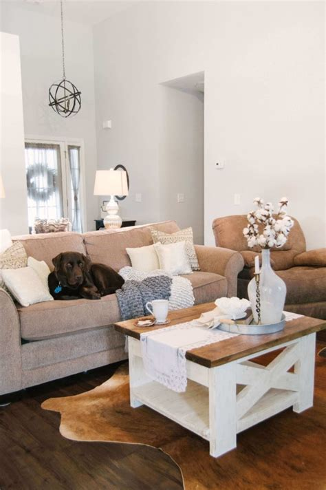 Instead they're rather chunky but that's definitely part of their charm and style. 25 DIY Farmhouse Coffee Table Decoration Ideas That Will Make Your Home Beautiful - moetoe