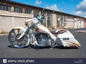 Harley Custom Bike Gebraucht : custom motorcycle harley davidson bagger show bike ~ Kayakingforconservation.com Haus und Dekorationen
