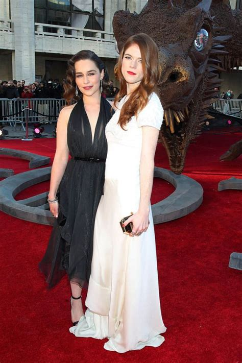 Emilia Clarke & Rose Leslie | Emilia clarke, Premiere ...