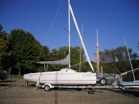 Lake Minnetonka Sailboat Rentals by Best 25 Sunfish Sailboat For Sale Ideas On