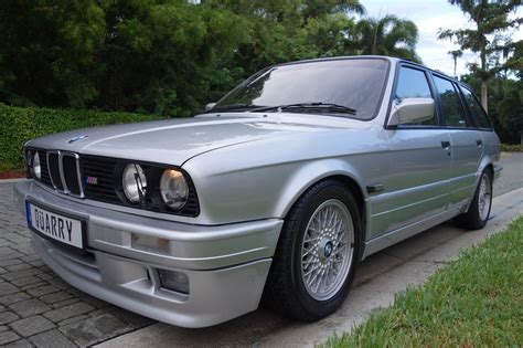Bmw 325i by Bad This 1989 Bmw 325i M Tech Touring From Florida Is