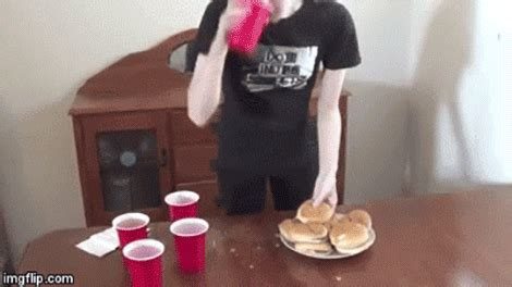 Eating burger gif from pandagif play on facebook, twitter, and everywhere. Model Devours 20 Cheeseburgers in 16 Minutes, Thinks She ...