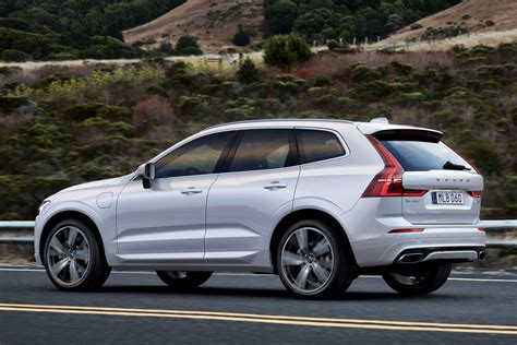 The xc60 is part of volvo's 60 series of automobiles, along with the s60, s60 cross country, v60, and v60 cross country. Preturi Volvo XC60 in Romania: Cat costa noul SUV premium ...