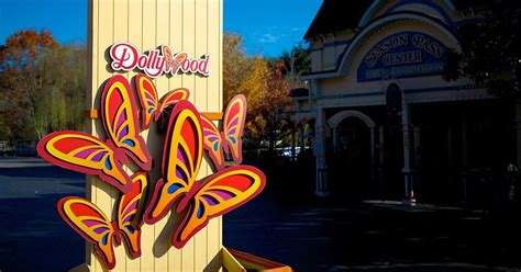 dollywood packages hotels cabin rentals  pigeon forge tn