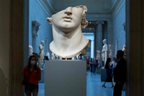 FOTO: Ņujorkā atkal durvis ver Metropoles mākslas muzejs / Raksts / LSM.lv
