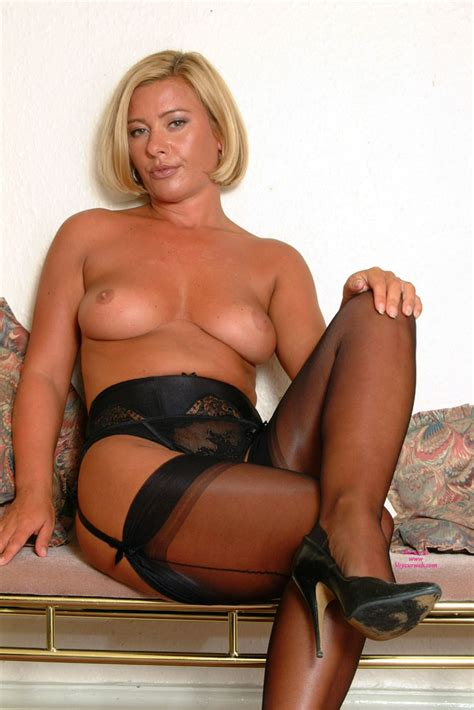 Topless Girl MFF Elegant Milf Smoking Voyeur Web