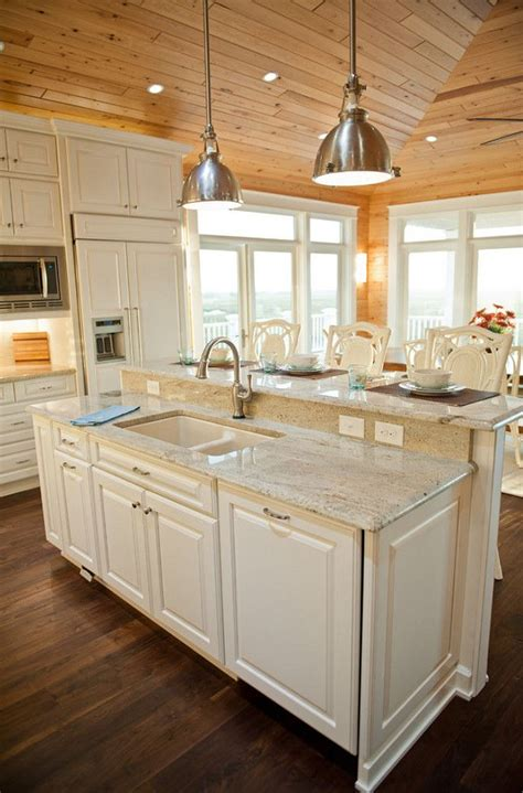 cottage kitchen islands 25 best ideas about lake house kitchens on 2655