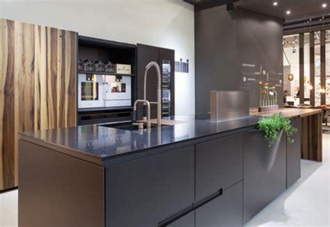 Dupont™ Corian® Kitchen Amini Block Vii Von Dupont™ Corian