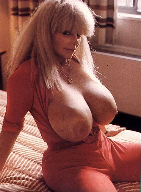 Candy Samples Mega Chested Milf Porn Legend Picture 3