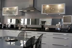 Cuisine Blanc Et Noir : photo le guide de la cuisine noir et blanc sublim s par l 39 inox ~ Voncanada.com Idées de Décoration