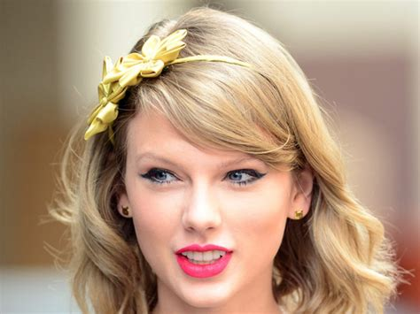 Taylor Swift's Perfect Spring Makeup