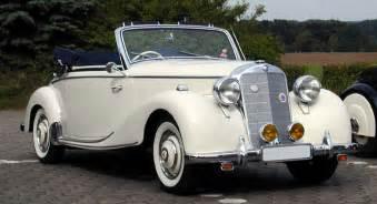 location vieille voiture mariage calèche à cheval ou vieille voiture pour les mariés