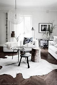 Home Style Tapete : home 17 ideas for a cowhide in your interior red reiding hoodred reiding hood ~ Frokenaadalensverden.com Haus und Dekorationen