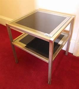 Petite Table En Verre : 1 petite table basse de forme carree a deux plateaux superposes en verre teinte noir et argent piet ~ Teatrodelosmanantiales.com Idées de Décoration