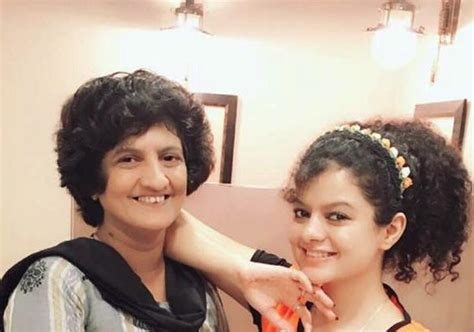 Palak Muchhal Height, Weight, Age, Biography, Affairs