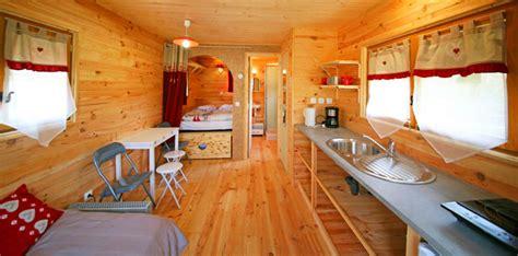 plan de travail bois cuisine roulotte 4 places sur le cing haute loire l 39 estela cing et gîte d 39 é l 39 estela