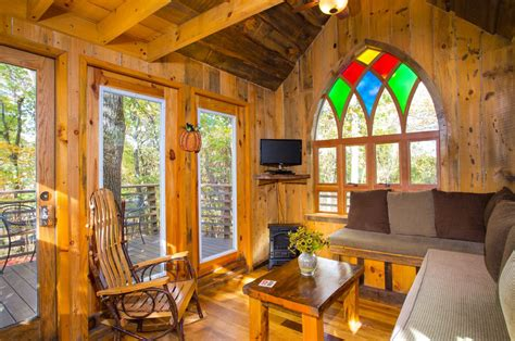 hotel resort luxurious tree houses  mohican treehouse