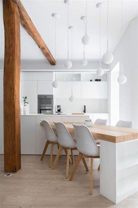 chaise de cuisine blanche le parquet clair c 39 est le nouveau hit d 39 intérieur pour 2017