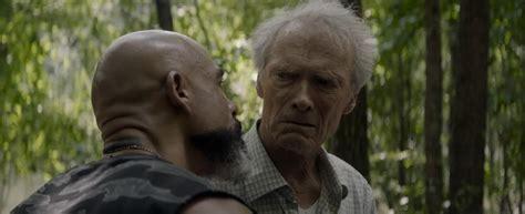 2017 muss earl stone fast neunzigjährig insolvenz anmelden und sein haus soll zwangsversteigert werden. The Mule (2018) Clint Eastwood