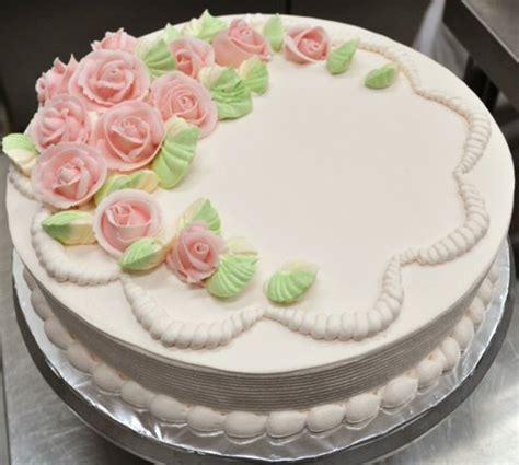 g 226 teau de mariage garni de roses en p 226 te d amande bienvenue au pays des gourmandises