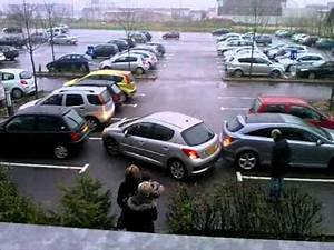 Video De Sexisme Dans Une Voiture : la femme r gis sort du parking en voiture youtube ~ Medecine-chirurgie-esthetiques.com Avis de Voitures