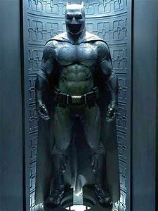 Batman v Superman Batsuit Revealed : People.com