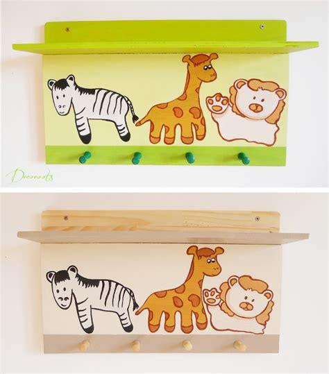 chambre bébé vert anis étagère porte manteau enfant bébé girafe et compagnie