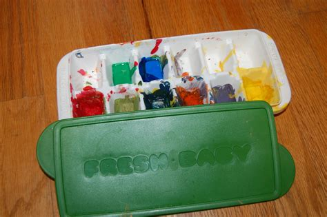 reuse baby food containers to organize paint for art
