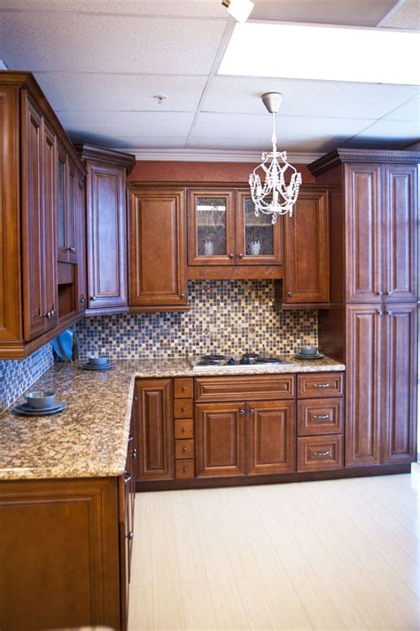 kitchen cabinets with chocolate glaze chocolate glaze kitchen cabinet pictures 9511