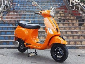 vespa scooters   equipped  fuel injection zigwheels