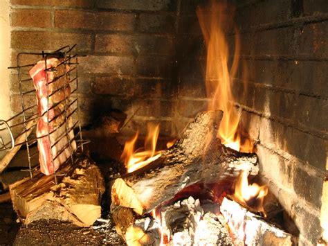 cuisiner au feu de bois cuisson au feu de bois la cachina