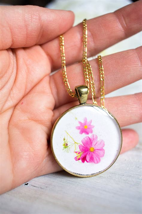 diy birth month flower pendant resin jewelry resin crafts