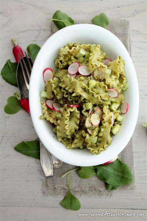 salade de p 226 tes au concombre radis et pesto de fanes cuisine de tous les jours