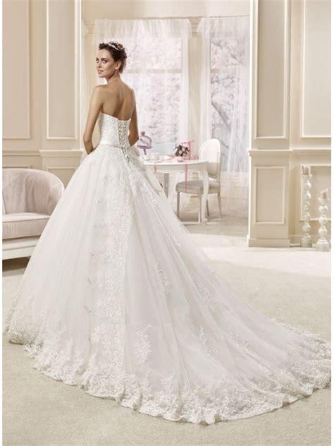 La sposa con il vestito realizzato all'uncinetto! Abito da Sposa principesco a palloncino con finiture in pizzo