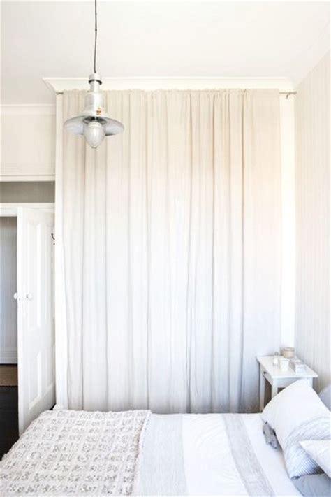 closet doors    curtain rod  hang