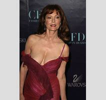 Susan Sarandon S Near Wardrobe Malfunction Bits And Pieces