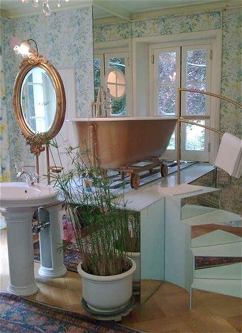 la baignoire sur rail de la chambre bleue photo de