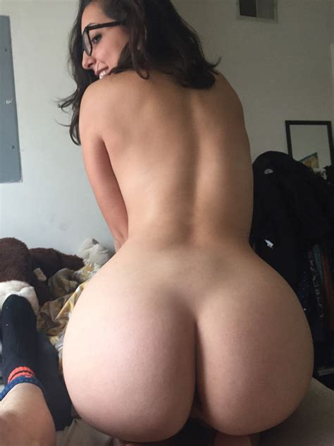 Glasses And A Bubble Butt Porn Pic EPORNER