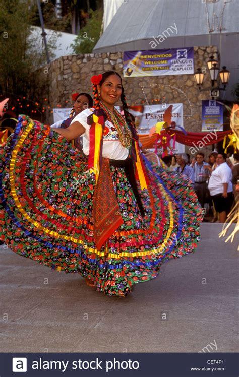 mexikanische frau huipils stockfotos huipils bilder alamy