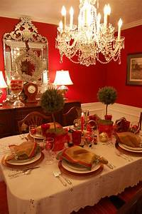 Christmas, Table, Setting, Tablescape, With, Topiary, Centerpiece