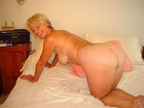 Hot Blonde Mature Justine Posing Naked On The Bed Blonde