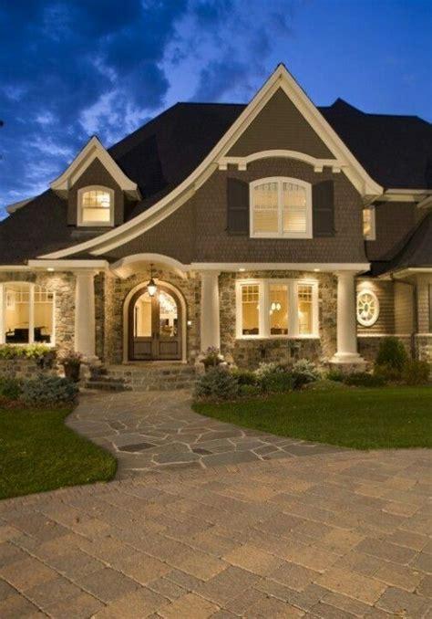 dark tangray paint cream trim black shutter  graywhite stone  images house styles