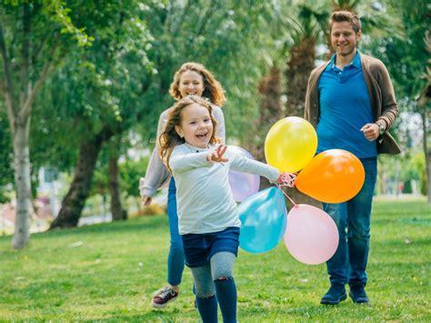 De manera general se pudo analizar que el juego posee una gran importancia en la vida de los niños, no sólo en su desarrollo psicomotor, sino también para su creatividad, en su aspecto cognitivo, en su desarrollo socioemocional, en el manejo de normas, etc. Juegos con globos para niños: las mejores opciones