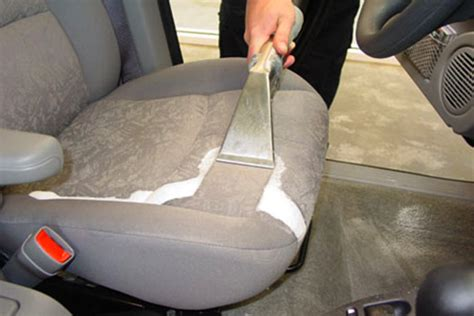 nettoyer sieges auto comment nettoyer en profondeur les tissus de voiture