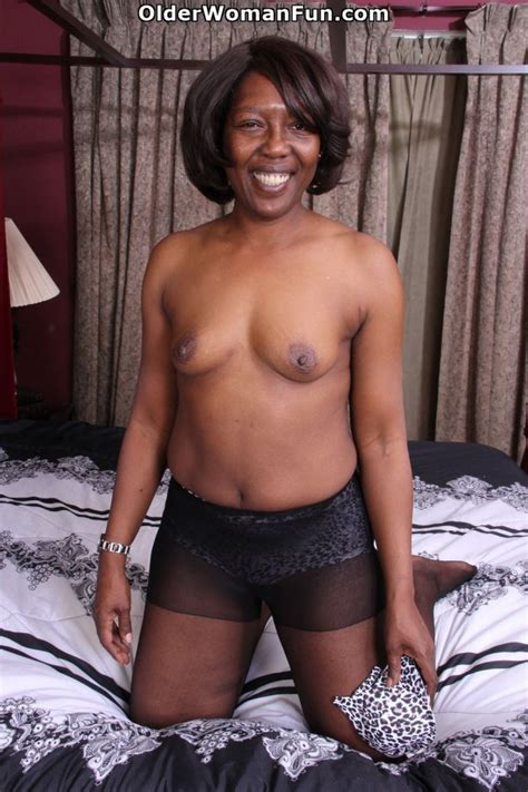 52 Year Old Ebony Milf Amanda Strips Off And Starts