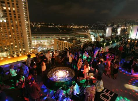 Marriott Gasl Rooftop Bar by Dinner And Drinks With A View Rooftop In San Diego