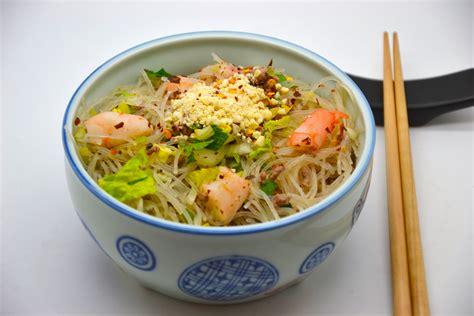 cuisiner vermicelle de riz salade thaï aux vermicelles de riz crevettes géantes et