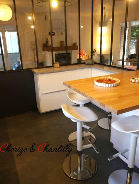 la hotte de cuisine cuisine avec verrière avant après chorizo chantilly