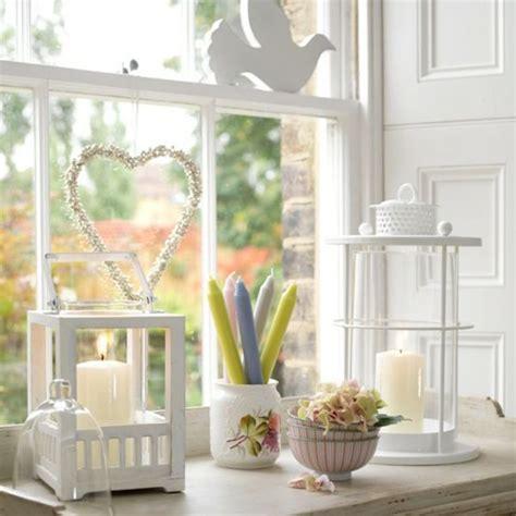 Ideen Furs Kuchenfenster by Wei 223 Es Wohnzimmer Mit Fensterdeko Taube Und Herz Figuren